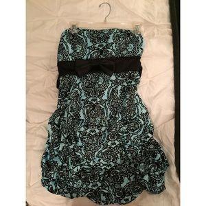 Strapless paisley/filigrie print ruffle mini dress